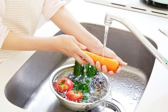 Vẫn cất rau củ, trái cây trong tủ lạnh kiểu này bảo sao nhanh hư, biến chất - Ảnh 3.