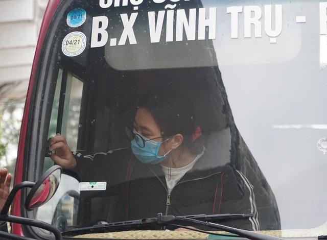 Hà Nội: Bến xe ngày Tết phòng, chống dịch COVID-19 nghiêm ngặt như thế nào? - Ảnh 11.