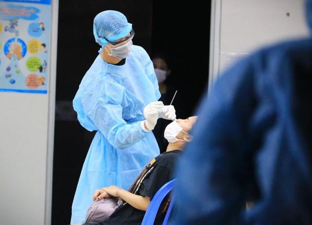 Nhận định bất ngờ sau giải mã về chuỗi lây nhiễm COVID-19 ở sân bay Tân Sơn Nhất - Ảnh 2.