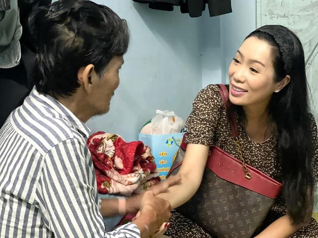 Nghệ sĩ Thương Tín xuất viện, hé lộ căn phòng trọ thiếu thốn - Ảnh 10.
