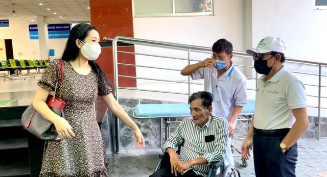 Nghệ sĩ Thương Tín xuất viện, hé lộ căn phòng trọ thiếu thốn - Ảnh 6.