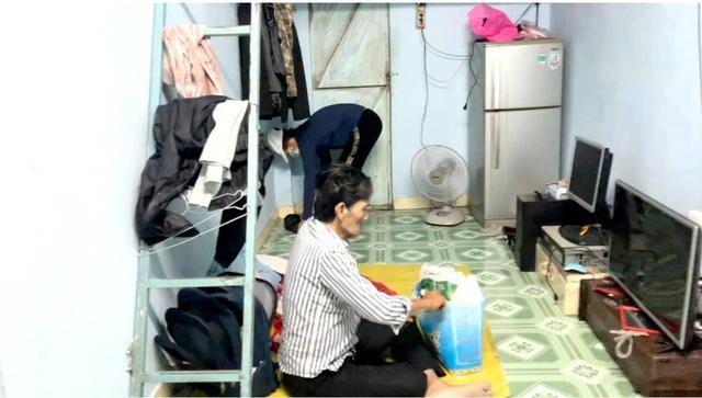 Nghệ sĩ Thương Tín xuất viện, hé lộ căn phòng trọ thiếu thốn - Ảnh 8.