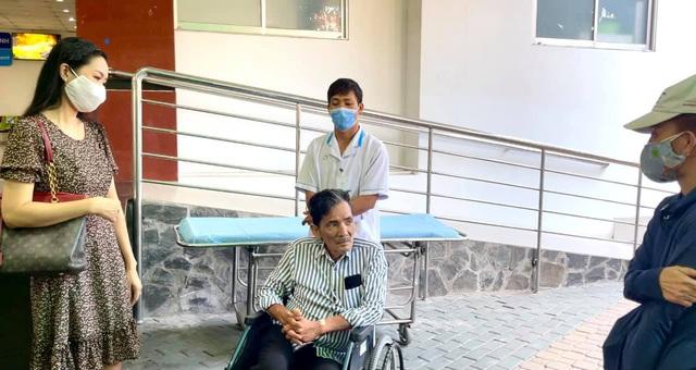 Nghệ sĩ Thương Tín xuất viện, hé lộ căn phòng trọ thiếu thốn - Ảnh 5.