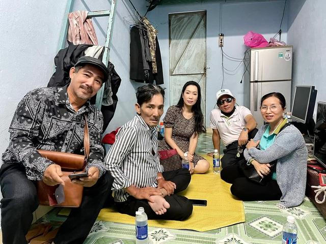 Nghệ sĩ Thương Tín xuất viện, hé lộ căn phòng trọ thiếu thốn - Ảnh 9.