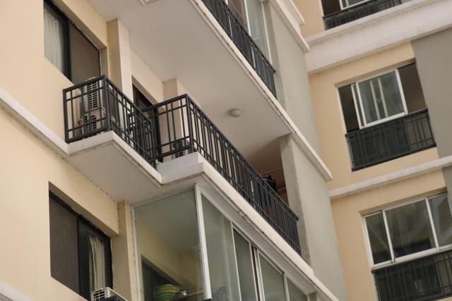 Những lưu ý nhỏ trong thiết kế ban công nhà cao tầng, không tốn quá nhiều chi phí nhưng tránh nguy hiểm chết người tiềm ẩn cho trẻ - Ảnh 1.