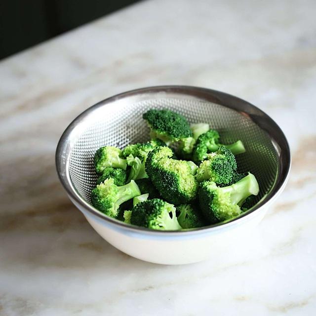 Có 1 món rau trộn làm siêu dễ mà lại giúp chị em lấy lại vòng eo thon gọn thần tốc - Ảnh 4.