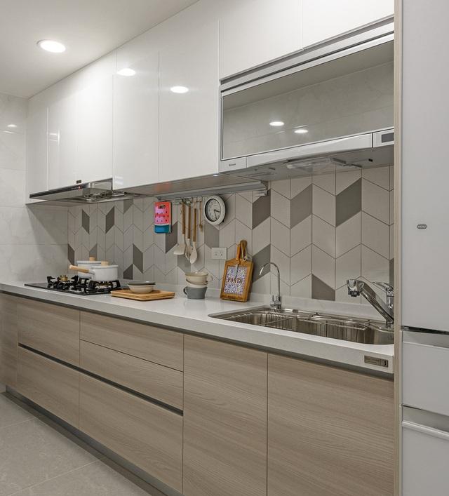 Bất ngờ với diện tích 42m², căn hộ sau cải tạo vẫn đầy đủ công năng và tiện ích - Ảnh 9.