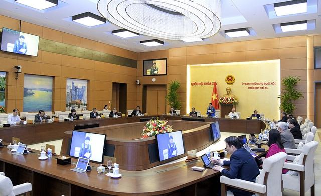 Nhiệm kỳ Quốc hội khóa XIV đã xem xét, quyết định nhiều quyết sách quan trọng của đất nước - Ảnh 2.