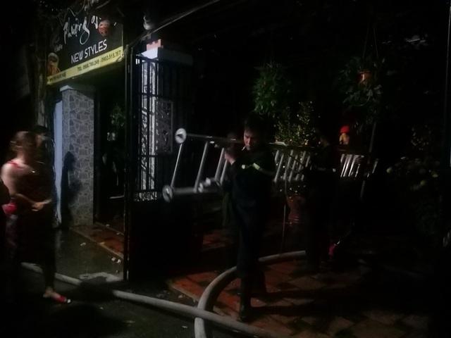 Đà Nẵng: Cháy quán cà phê, 2 mẹ con thoát chết trong đêm  - Ảnh 1.