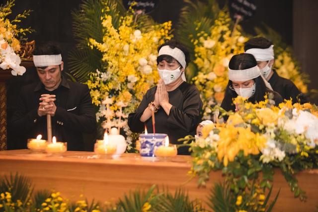 Xuân Bắc - Thảo Vân đau xót, NSND Minh Hằng thất thần tiễn đưa chồng về cõi vĩnh hằng - Ảnh 3.