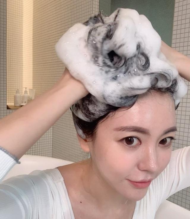 6 cách giúp xử lý mái tóc bớt tiết dầu hiệu quả chỉ sau 1 tuần - Ảnh 3.