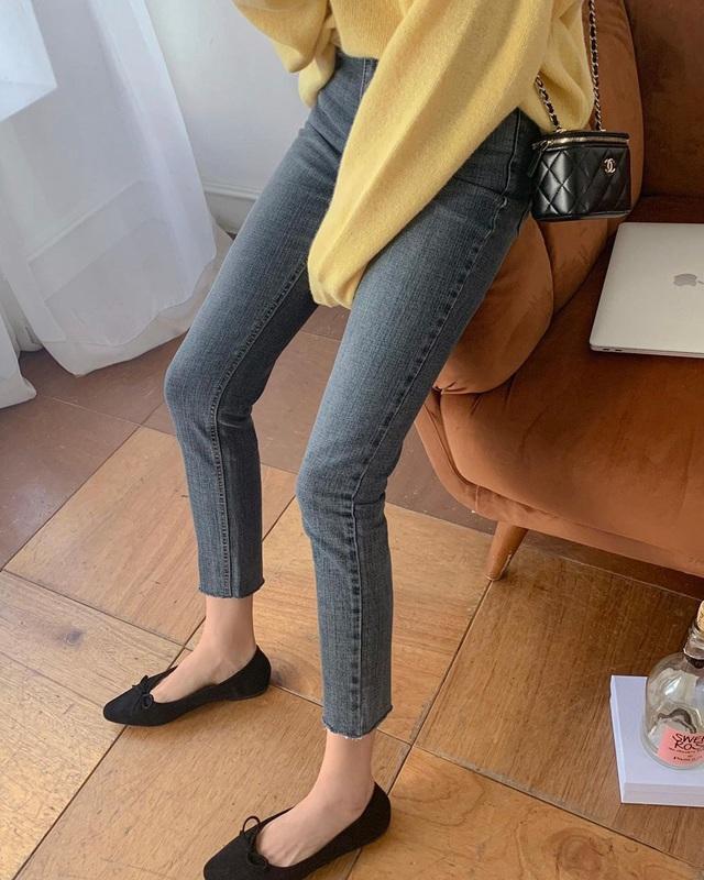 Kiểu giày búp bê hot nhất mùa Xuân: Diện với quần jeans hay váy đều xịn đẹp, là giày bệt nhưng lại tôn dáng hết sức - Ảnh 3.