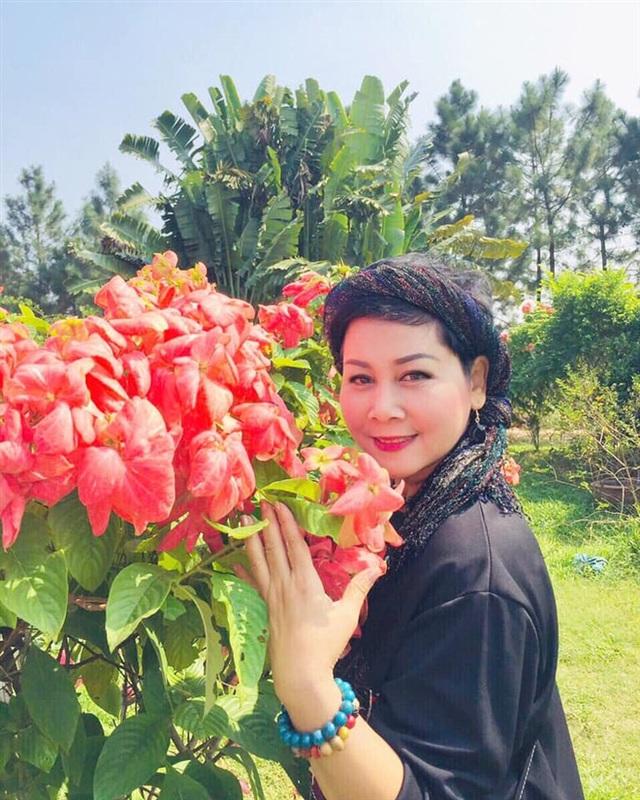 NSND Minh Hằng: Ngày Quốc tế Hạnh phúc nhưng em mất anh rồi - Ảnh 3.