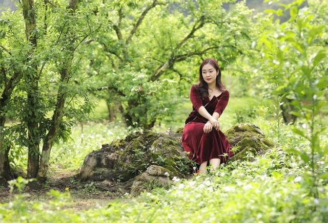Vợ kém 12 tuổi trẻ trung xinh đẹp của NSND Tự Long - Ảnh 1.