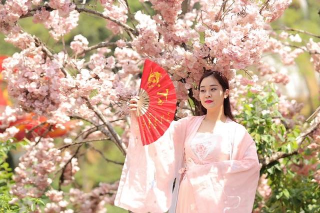 Vợ kém 12 tuổi trẻ trung xinh đẹp của NSND Tự Long - Ảnh 6.
