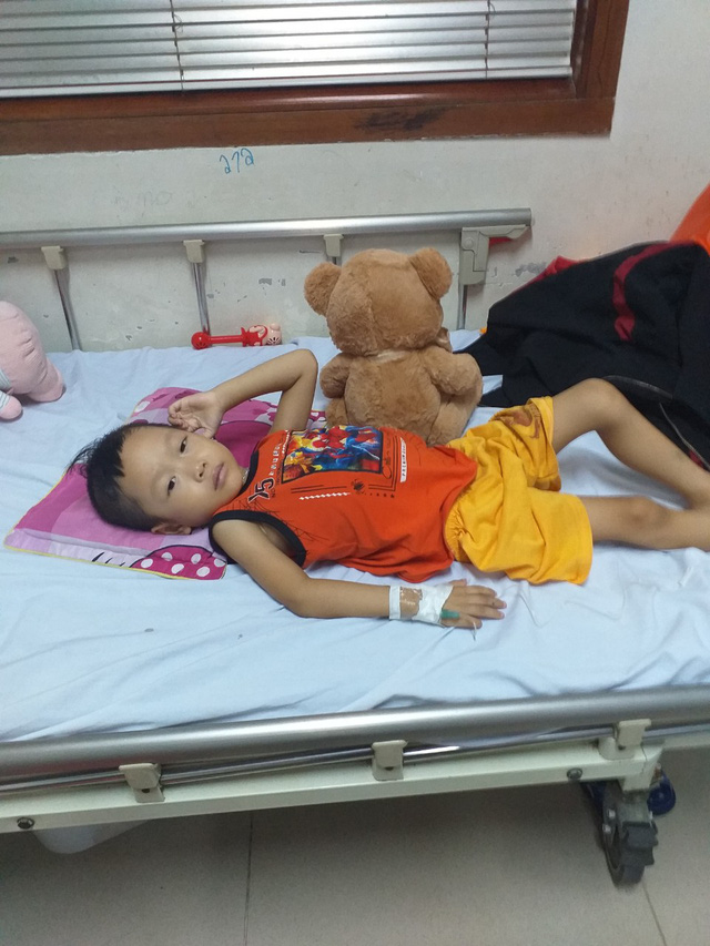 Xót xa người mẹ nghèo 3 lần mất con, giờ lại chứng kiến con trai đau đớn từng ngày trước bệnh hiểm nghèo - Ảnh 2.