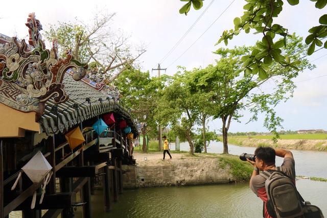 Ảnh: Cận cảnh cầu ngói hàng trăm năm tuổi ở Thừa Thiên - Huế sau thời gian tu bổ - Ảnh 13.