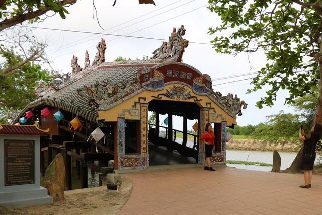 Ảnh: Cận cảnh cầu ngói hàng trăm năm tuổi ở Thừa Thiên - Huế sau thời gian tu bổ - Ảnh 14.