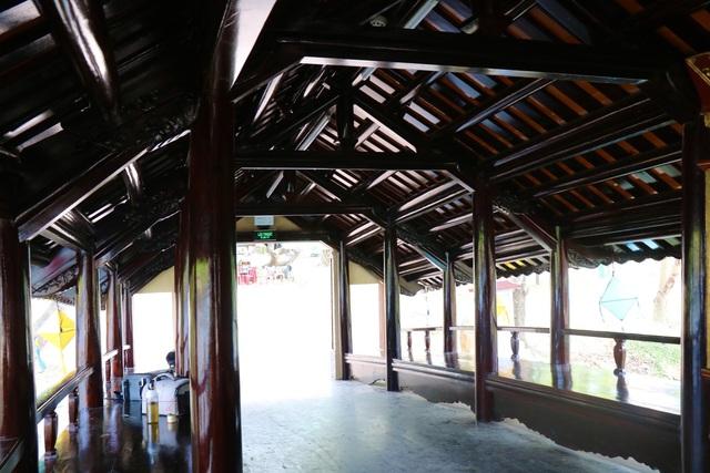 Ảnh: Cận cảnh cầu ngói hàng trăm năm tuổi ở Thừa Thiên - Huế sau thời gian tu bổ - Ảnh 10.