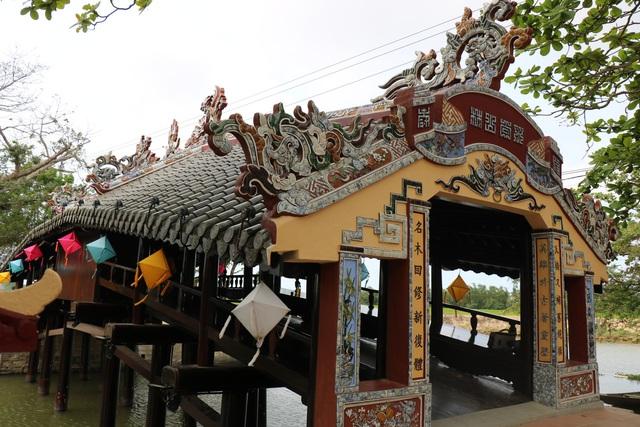 Ảnh: Cận cảnh cầu ngói hàng trăm năm tuổi ở Thừa Thiên - Huế sau thời gian tu bổ - Ảnh 12.