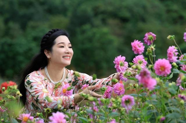 Vẻ trẻ trung xinh đẹp của Thanh Thanh Hiền dù đã ngoài 50 - Ảnh 1.
