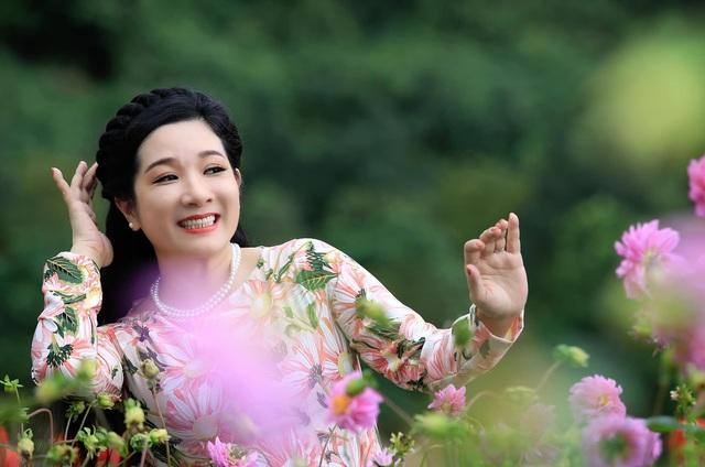 Vẻ trẻ trung xinh đẹp của Thanh Thanh Hiền dù đã ngoài 50 - Ảnh 2.