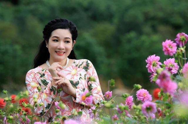 Vẻ trẻ trung xinh đẹp của Thanh Thanh Hiền dù đã ngoài 50 - Ảnh 3.
