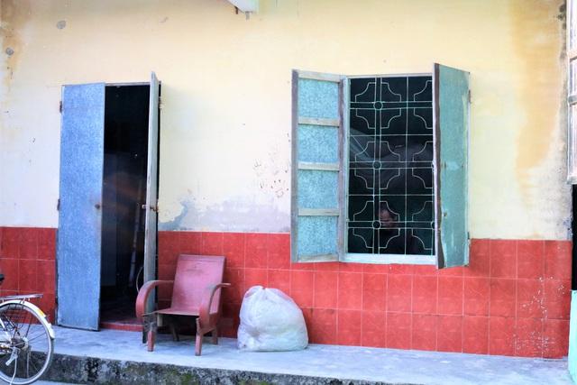 Hải Phòng: Xót thương gia cảnh mẹ già suốt 30 năm nuôi 2 con tâm thần trong căn nhà cũ nát - Ảnh 1.