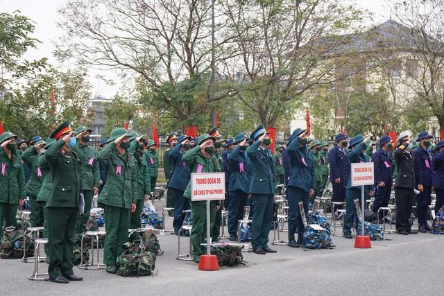 Tân binh Hải Phòng bịn rịn trong ngày nhập ngũ - Ảnh 1.