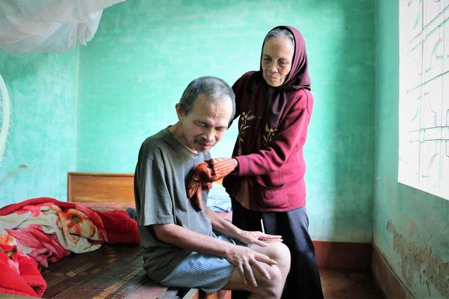 Hải Phòng: Xót thương gia cảnh mẹ già suốt 30 năm nuôi 2 con tâm thần trong căn nhà cũ nát - Ảnh 2.