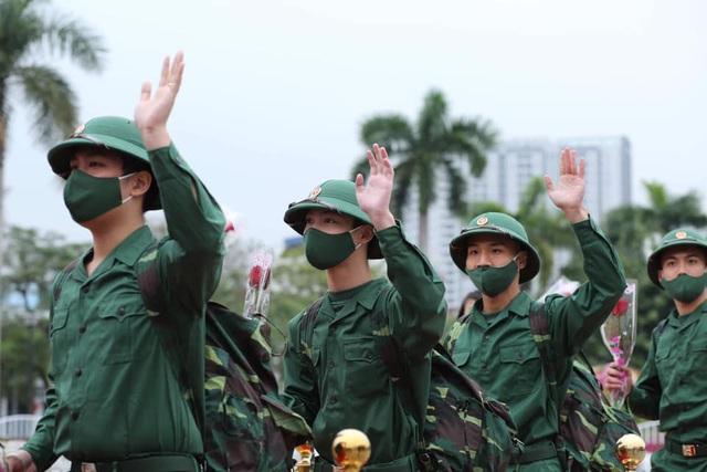 Tân binh Hải Phòng bịn rịn trong ngày nhập ngũ - Ảnh 19.