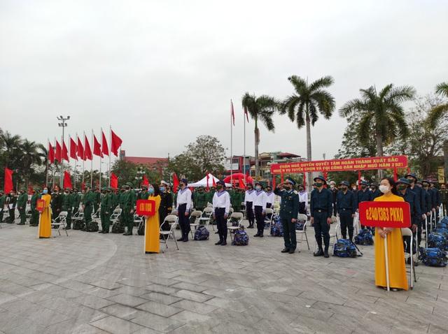 Tân binh Hải Phòng bịn rịn trong ngày nhập ngũ - Ảnh 2.
