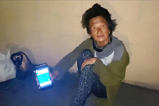 Thúy Nga khóc nghẹn khi thấy ca sĩ Kim Ngân ngủ bụi ở khu giặt ủi - Ảnh 6.