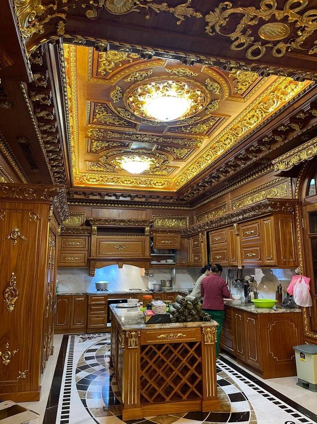 Choáng váng với nội thất dát vàng trong căn biệt thự 300 tỷ ngay trung tâm Hà Nội - Ảnh 11.