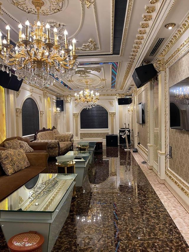 Choáng váng với nội thất dát vàng trong căn biệt thự 300 tỷ ngay trung tâm Hà Nội - Ảnh 15.
