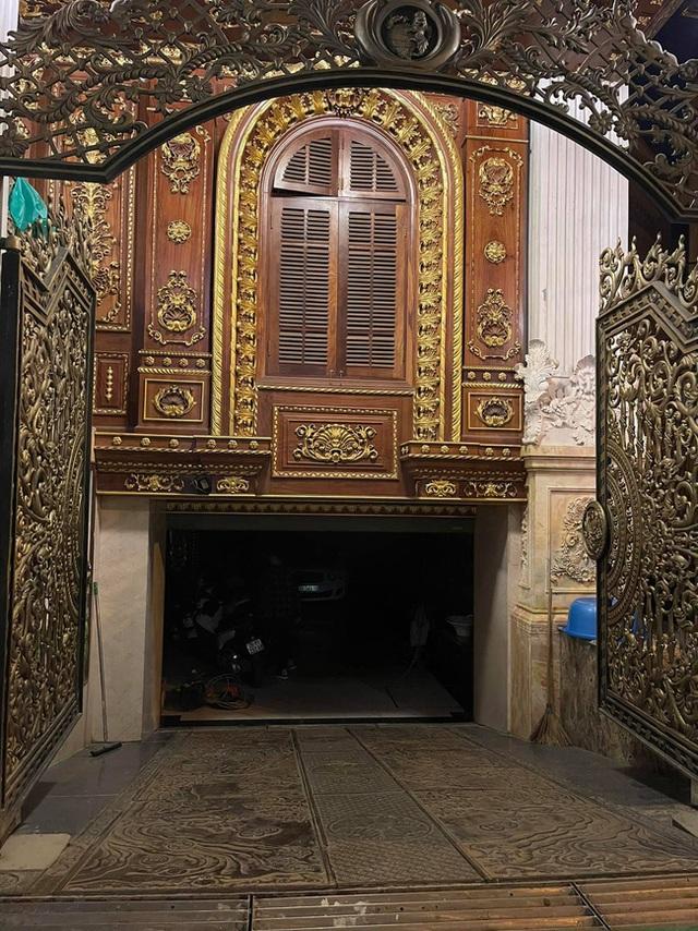 Choáng váng với nội thất dát vàng trong căn biệt thự 300 tỷ ngay trung tâm Hà Nội - Ảnh 19.