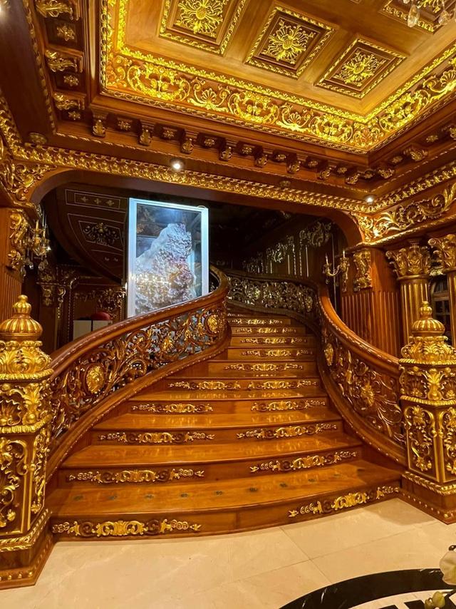 Choáng váng với nội thất dát vàng trong căn biệt thự 300 tỷ ngay trung tâm Hà Nội - Ảnh 3.