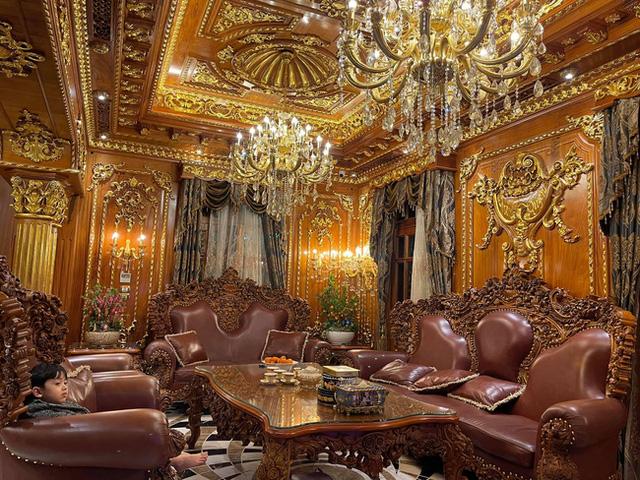 Choáng váng với nội thất dát vàng trong căn biệt thự 300 tỷ ngay trung tâm Hà Nội - Ảnh 7.