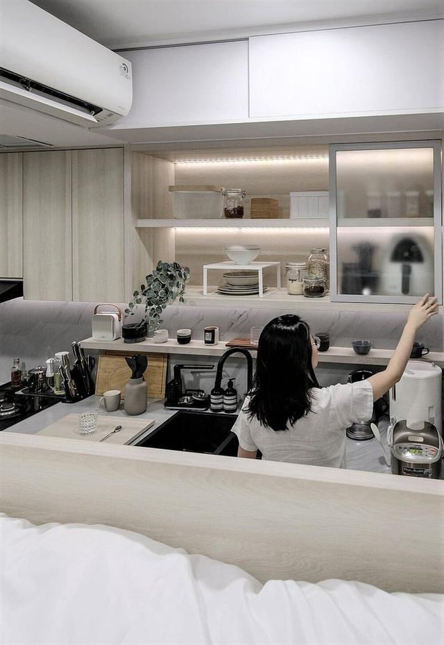 Căn hộ 27m² chứa đựng cả một thế giới bên trong nhờ khéo thiết kế không gian lưu trữ thông minh - Ảnh 8.