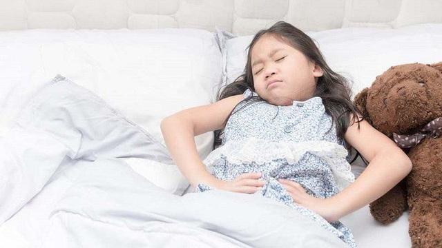 Những thói quen hàng ngày cha mẹ làm khiến con dễ viêm loét dạ dày, cần nhanh chóng loại bỏ nếu không muốn con ung thư - Ảnh 2.