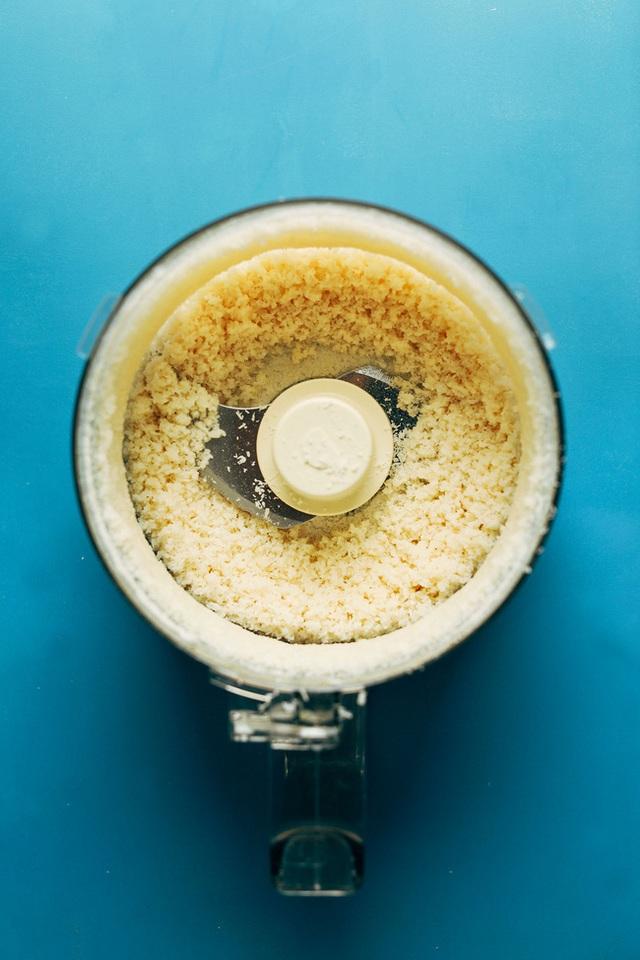 Tăng Thanh Hà thường xuyên dùng bơ dừa để ăn với bánh mì và đây là cách để chúng ta tự làm loại bơ này - Ảnh 6.