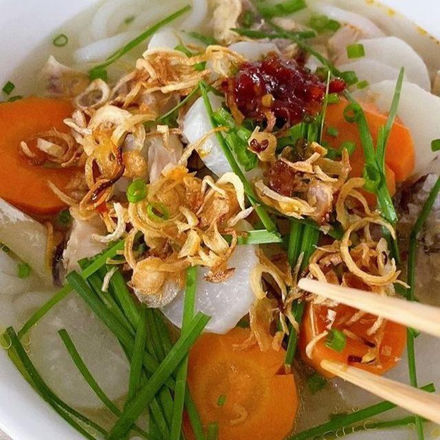 Học cách làm món bánh canh gà hấp dẫn của Hà Tăng khiến người Việt và nước ngoài đều khen - Ảnh 1.