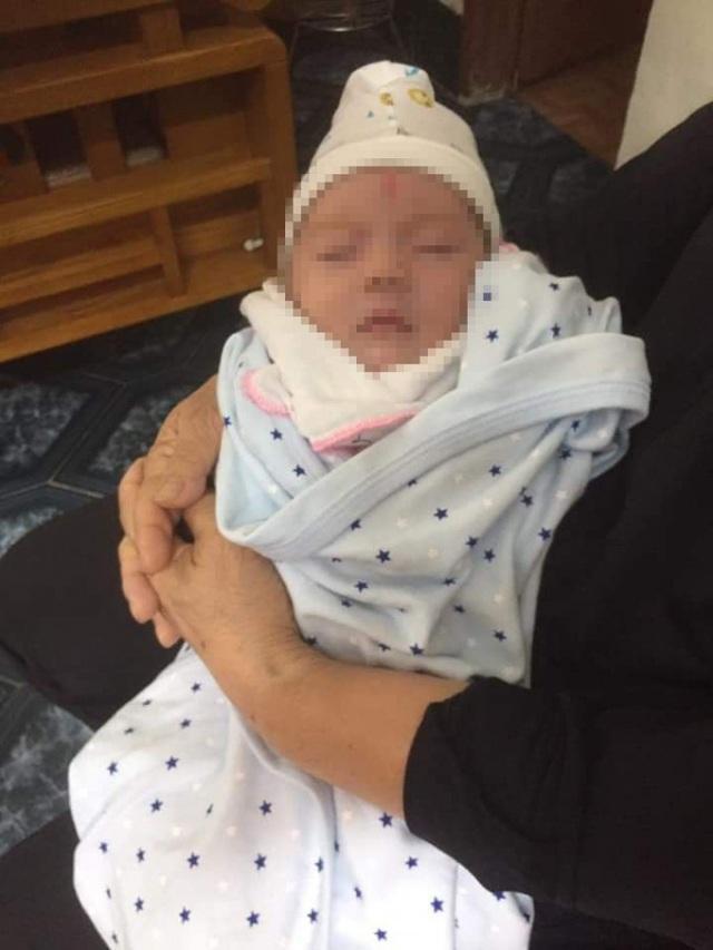 Tin mới: Cháu bé 1 tháng tuổi bị mẹ bỏ rơi vì hoàn cảnh khó khăn