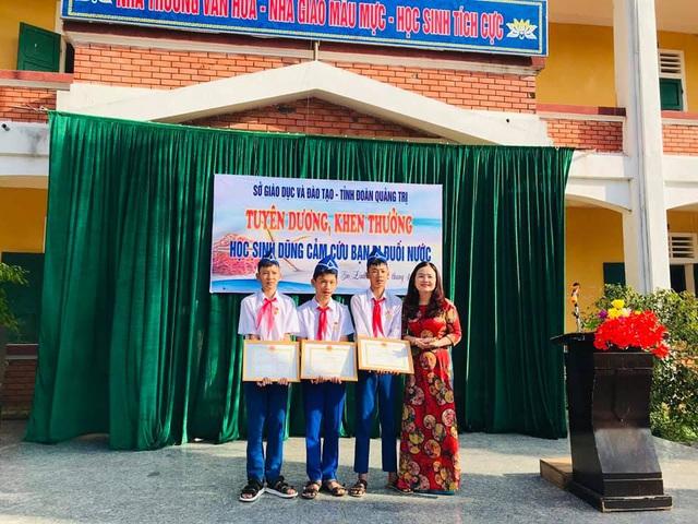 """Trao tặng Huy hiệu """"Tuổi trẻ dũng cảm"""" cho học sinh Quảng Trị cứu người đuối nước - Ảnh 2."""