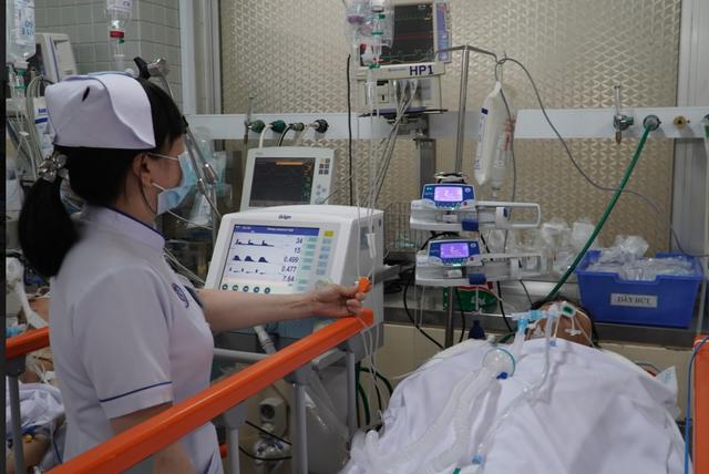 Cứu sống bệnh nhân bị dao đâm xuyên ngực nhờ kích hoạt báo động đỏ - Ảnh 1.