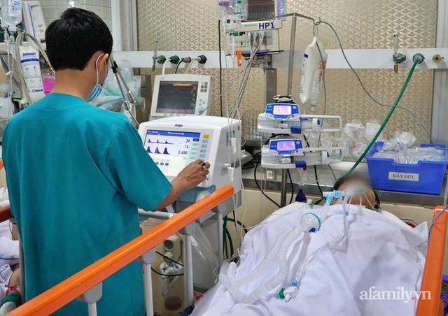 Chàng trai 27 tuổi bị đâm xuyên ngực trái, vừa nhập Bệnh viện Chợ Rẫy đã ngưng thở ngưng tim - Ảnh 2.