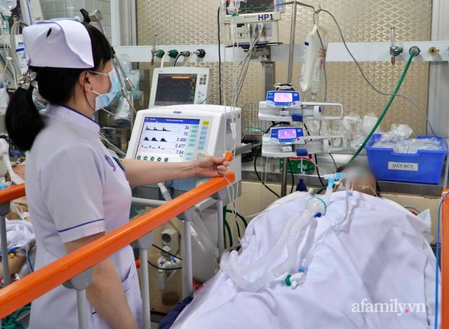 Chàng trai 27 tuổi bị đâm xuyên ngực trái, vừa nhập Bệnh viện Chợ Rẫy đã ngưng thở ngưng tim - Ảnh 3.