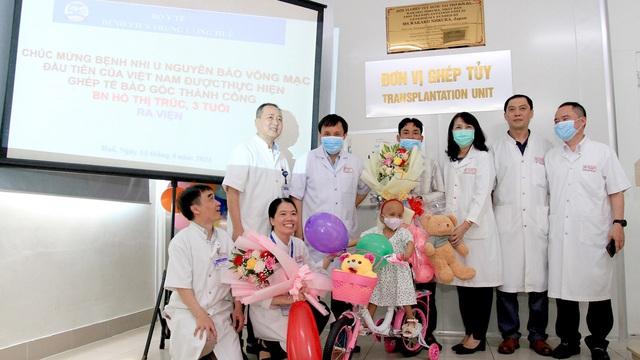 Bệnh nhi đầu tiên ở Việt Nam bị u nguyên bào võng mạc được ghép tế bào gốc thành công - Ảnh 2.