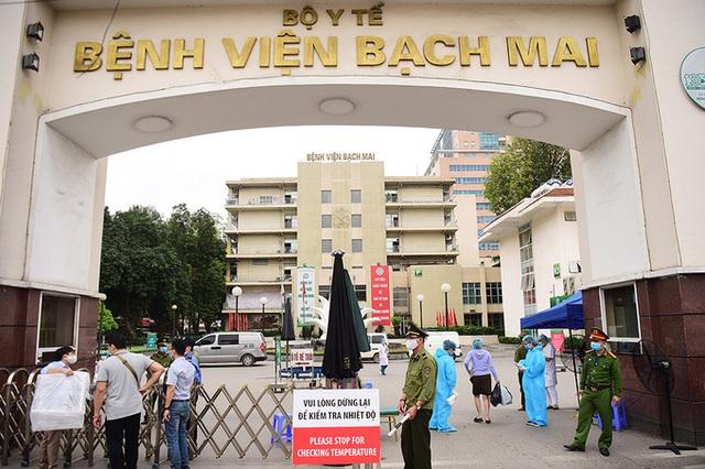 Bệnh viện Bạch Mai chính thức lên tiếng thông tin hơn 200 nhân viên chuyển, nghỉ việc - Ảnh 2.