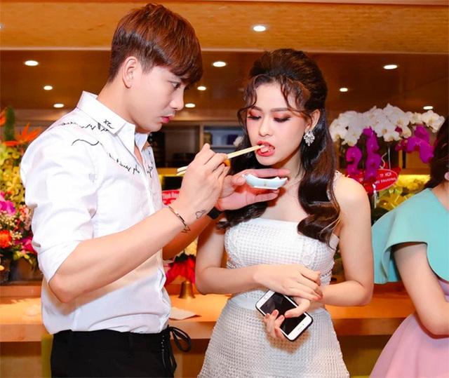 Cặp đôi khó hiểu nhất showbiz Việt: Xóa hình xăm khi ly hôn nhưng vẫn tình tứ, ở chung nhà - Ảnh 2.
